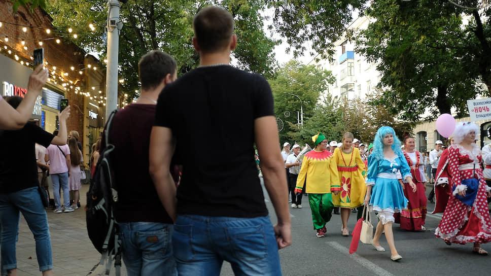 Всероссийская акция «Ночь кино» прошла в Краснодарском крае. В Краснодаре акция открылась марш-парадом духовых оркестров и театрализованным шествием персонажей из отечественных фильмов и мультфильмов