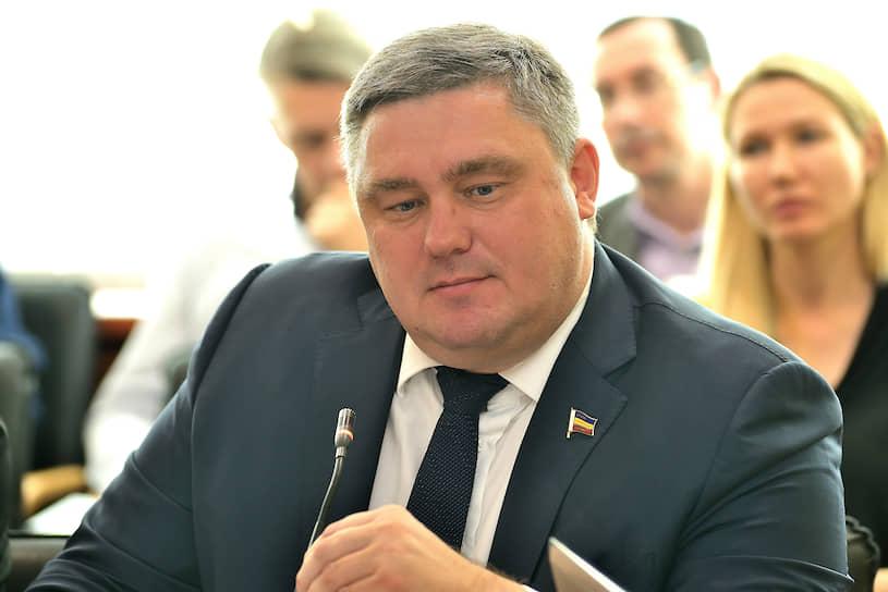 Игорь Бураков, председатель Комитета по экономической политике, промышленности, предпринимательству, инвестициям и внешнеэкономическим связям Законодательного собрания Ростовской области.
