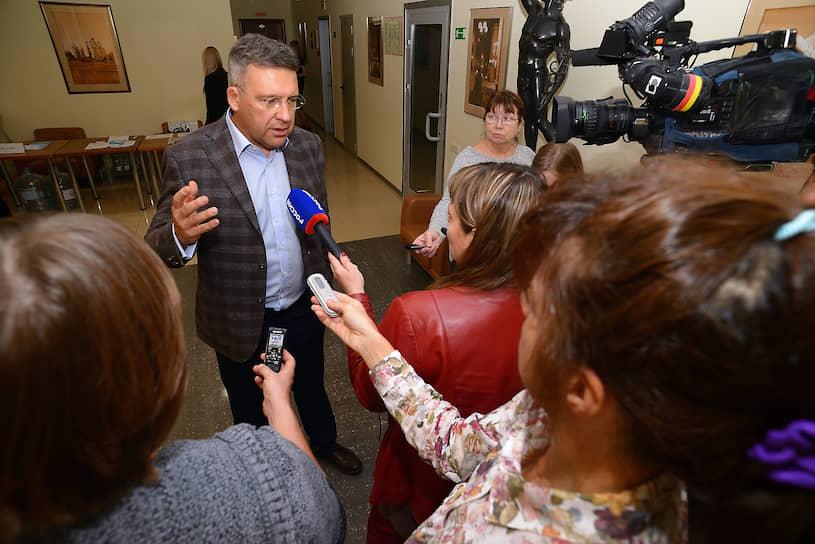 Пресс-подход президента Ассоциации малоформатной торговли Владлена Максимова о запуске проекта «Честный магазин»