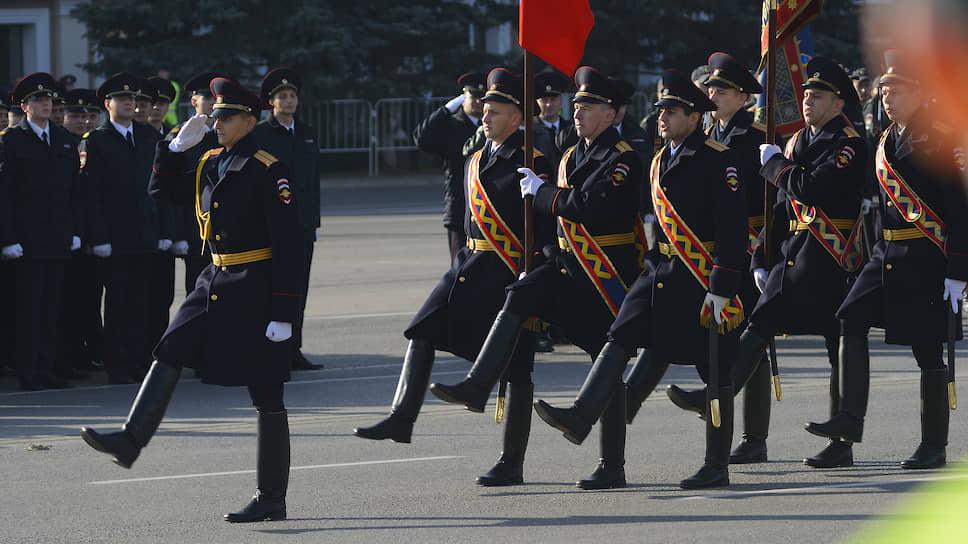 Парад в честь Дня сотрудника полиции, на Театральной площади.