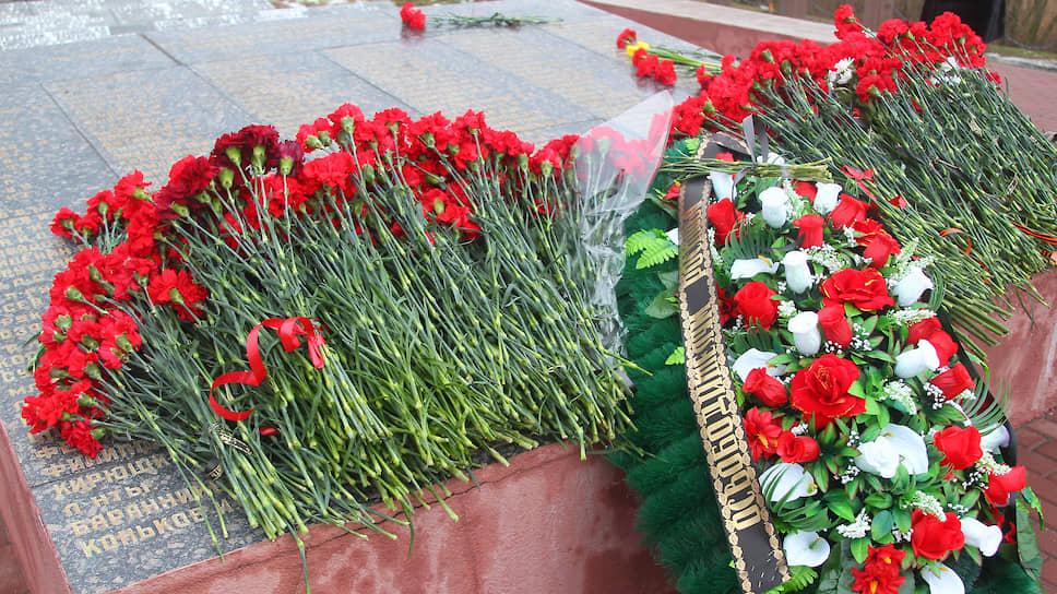 Церемония возложения венков и цветов к мемориальному комплексу «Кумженская роща», посвященная 77-й годовщине со дня освобождения г. Ростова-на-Дону от немецко-фашистских захватчиков.