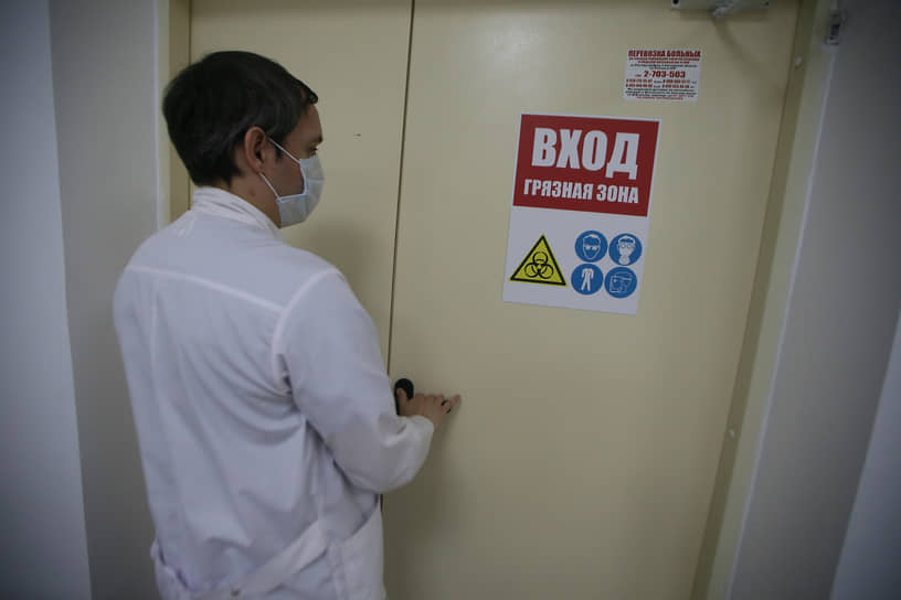 Подготовка к открытию моноинфекционного ковидного госпиталя на 120 коек, 12 из которых – реанимационные, на базе Ростовской клинической больницы Южного окружного медицинского центра ФМБА России.