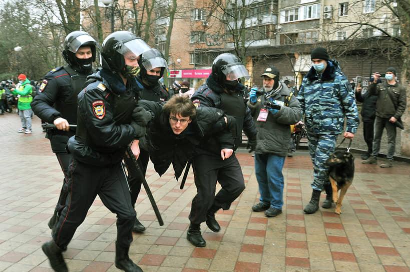 Несанкционированная акция сторонников оппозиционера Алексея Навального в Ростове-на-Дону. Задержание участников акции