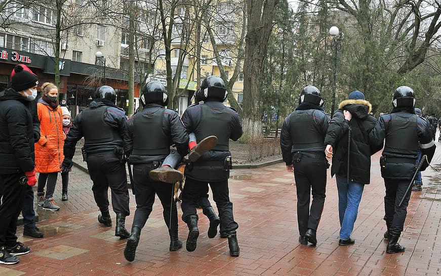 Несанкционированная акция в поддержку оппозиционера Алексея Навального в Ростове-на-Дону. Задержание участников акции