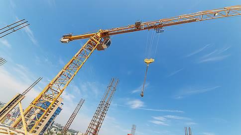 И строить, и жить помогают  / Строительный рынок Юга России по итогам 2015 года показывает разнонаправленную динамику. Если в Краснодарском крае ввод нового жилья сократился на 2,9%, то в Ростовской области продолжил расти — на 3,6% к 2014 году. Девелоперы, которые увеличили наращивали темпы строительства в прошлом году, в будущее смотрят осторожно, признавая, что новых «рекордов» не предвидится. Предсказать развитие отрасли не берутся и эксперты, отмечая, что стало слишком много факторов неопределенности.