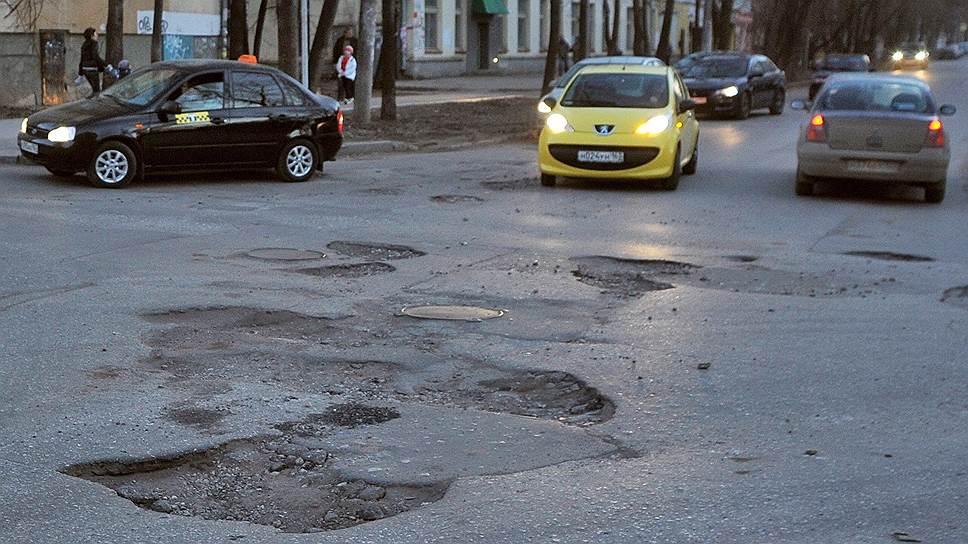 Ежегодно прокуратура находит многочисленные ямы и выбоины на дорогах, содержанием которых занимается МП «Благоустройство»