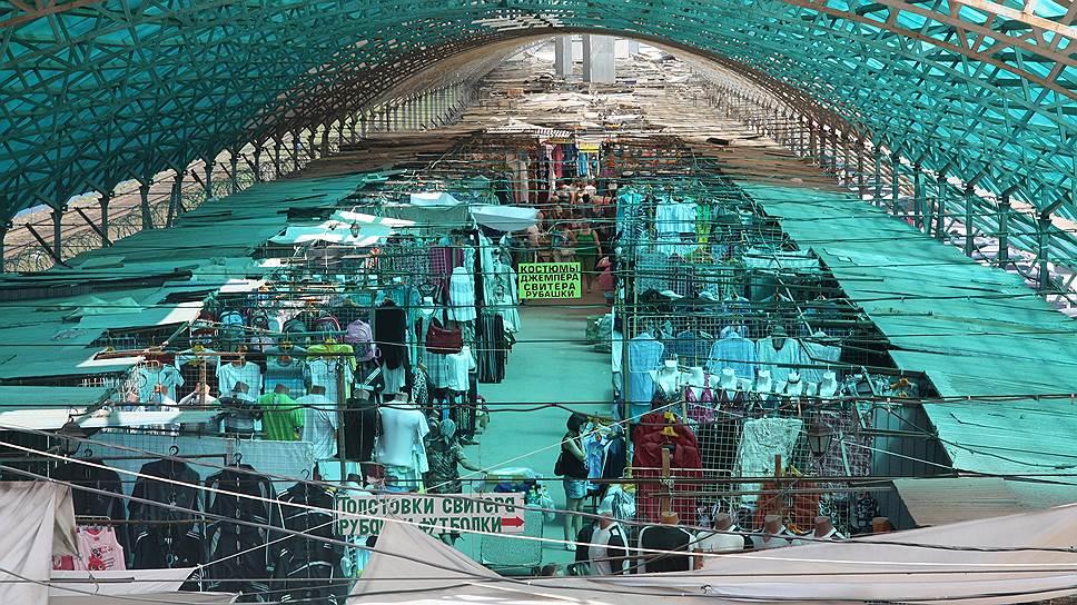 Полиция электрошокировала рынок / Очередной визит оперативников наКировский рынок привел кновому обращению наимя губернатора