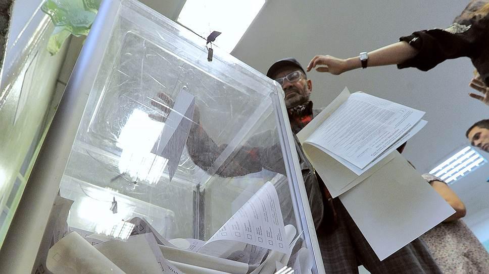 Партии начали хождение внарод / Кандидатов вдепутаты райсоветов Самары ищут среди представителей общественности
