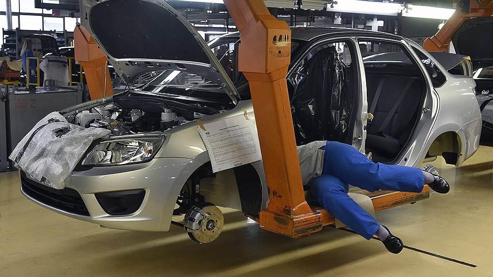 АвтоВАЗу придется нажать нагаз / Продажи завода пока непозволяют выполнить годовой план
