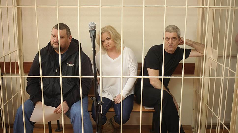 Блогеров ведут нареальный срок / Прокуратура запросила для обвиняемых ввымогательстве авторов интернет-дневников 25лет лишения свободы натроих