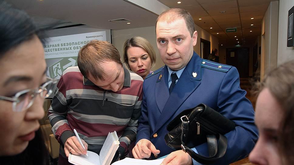 Представитель областной прокуратуры Николай Маврин сообщил отребовании закрыть 6торговых центров региона