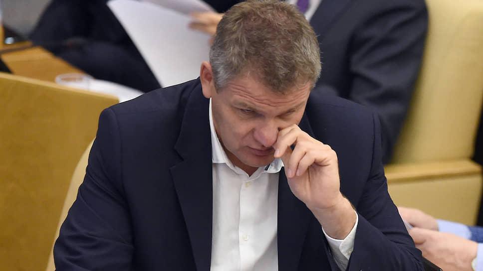 Лидеру ульяновских коммунистов Алексею Куринному предстоит подумать где найти 5 млн руб., вслучае если суд потребует вернуть эту сумму бывшему спонсору партии