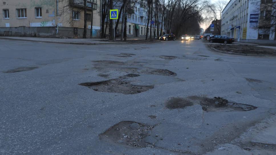 Большинство дорог Самары, обновленных к мундиалю, пришли в негодное состояние спустя два года