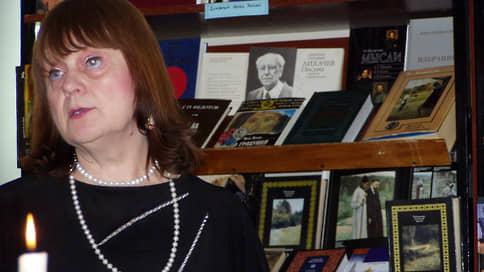 Книги просятся к губернатору // Библиотекари просят забрать их из ведения муниципальных властей