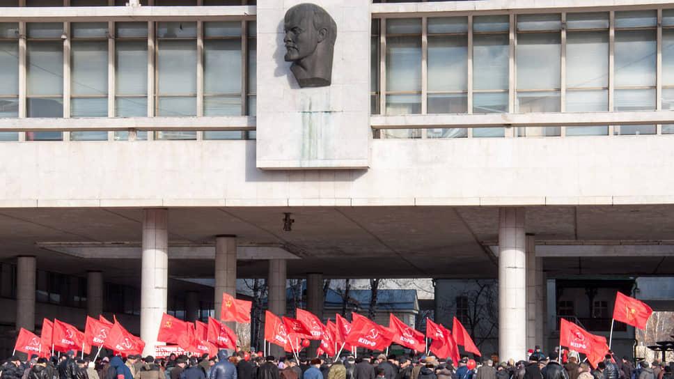 Коммунисты предлагают вернуть смертную казнь / Депутаты фракции КПРФ вышли с законодательной инициативой об отмене моратория на исключительную меру наказания