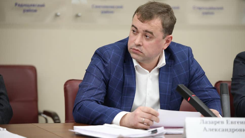 Министр транспорта Евгений Лазарев считает, что изпредложенных депутатами вариантов реформирования общественного транспорта нитот, нидругой неподходит