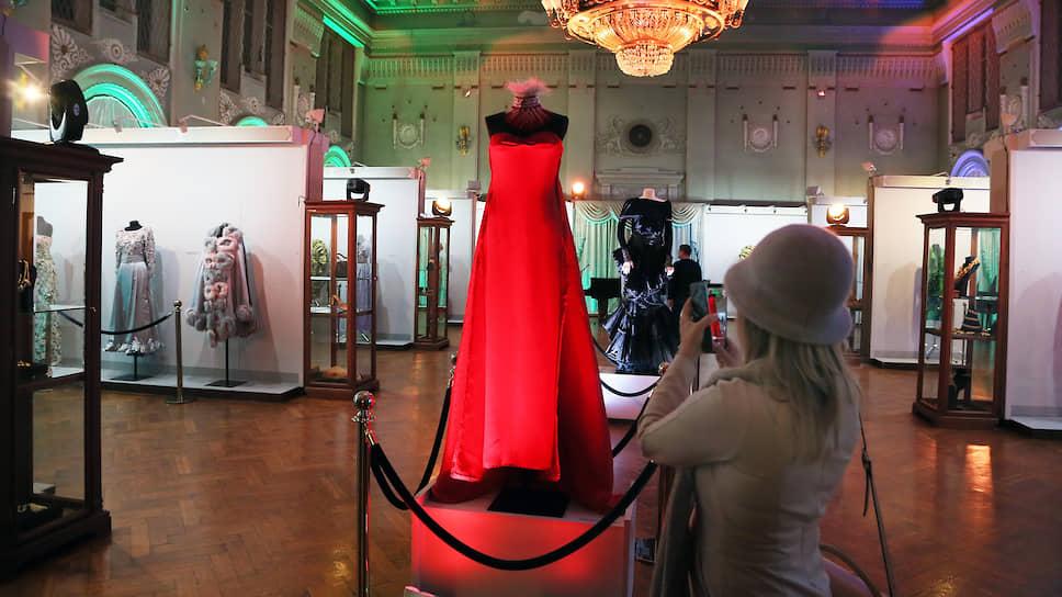 Самарский областной художественный музей представил выставку об итальянской истории моды из коллекции Александра Васильева.
