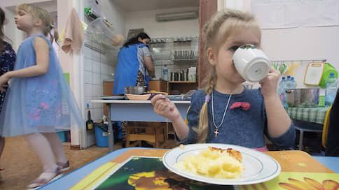 Власть направилась в детсад  / Губернатор Сергей Морозов предложил сделать дошкольные учреждения бесплатными