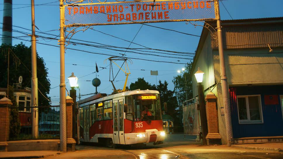 В Самаре работают три депо: Городское, Кировское и Северное. Трамвай является основным видом общественного транспорта в городе.