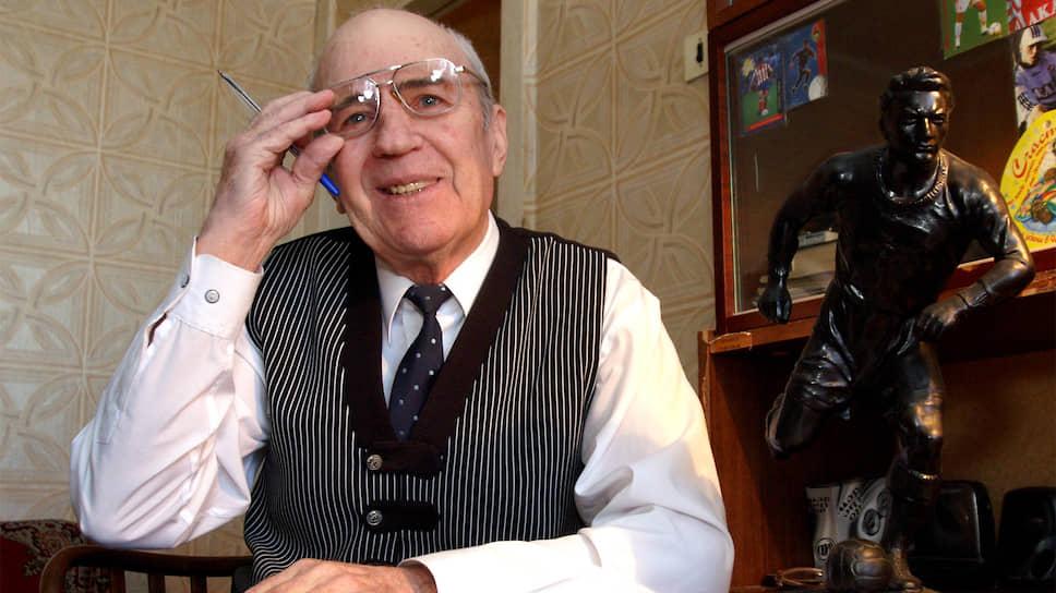 Виктор Карпов родился 4 марта 1927 года в Ульяновской области