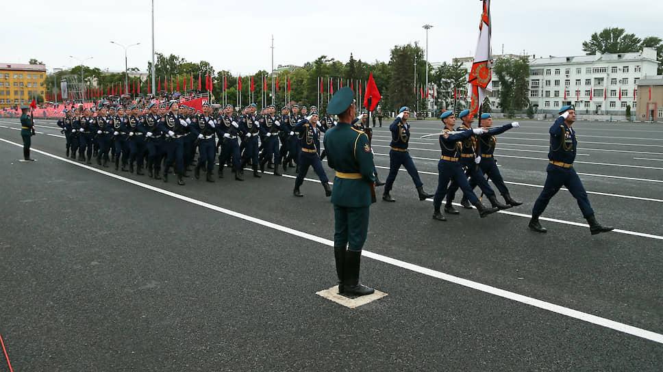 Участники парада.