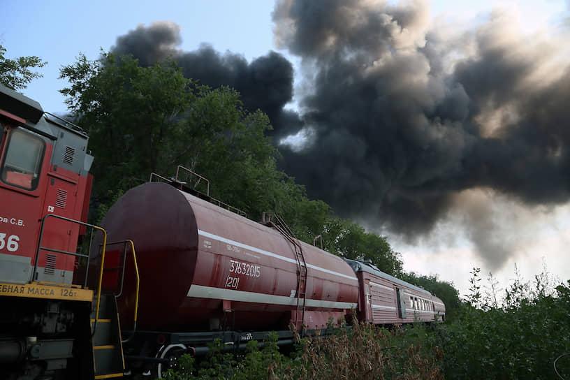 По данным МЧС, в районе факельного горения ПДК вредных веществ не превышена.
