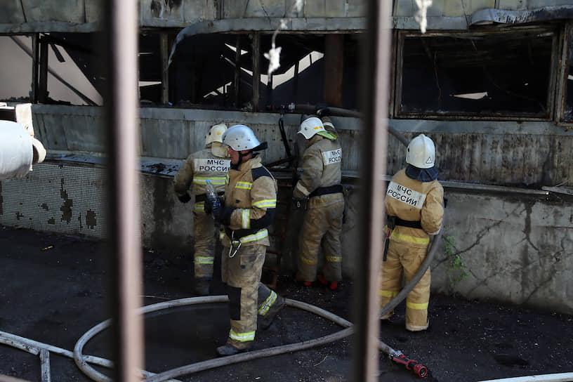 К утру вторника площадь пожара не превышает 2000 кв.м.