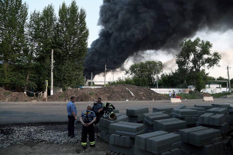 Крупный пожар на складе с лакокрасочными материалами начался в понедельник, 13 июля, в Самаре