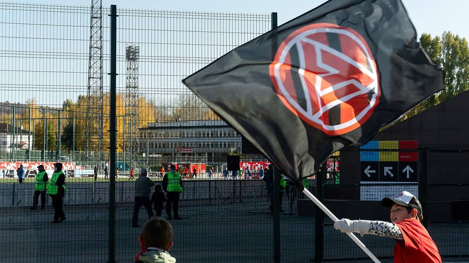 Жигулевск является самым маленьким городом страны, где проходят матчи ФНЛ. Именно городом, поскольку в ФНЛ также выступает коллектив «Чайка» из села Песчанокопское Ростовской области.