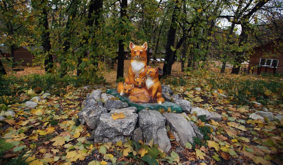 Памятник лисе у дома-музея лисы в Жигулевске в нацпарке «Самарская лука» гармонирует с окружающей природой.