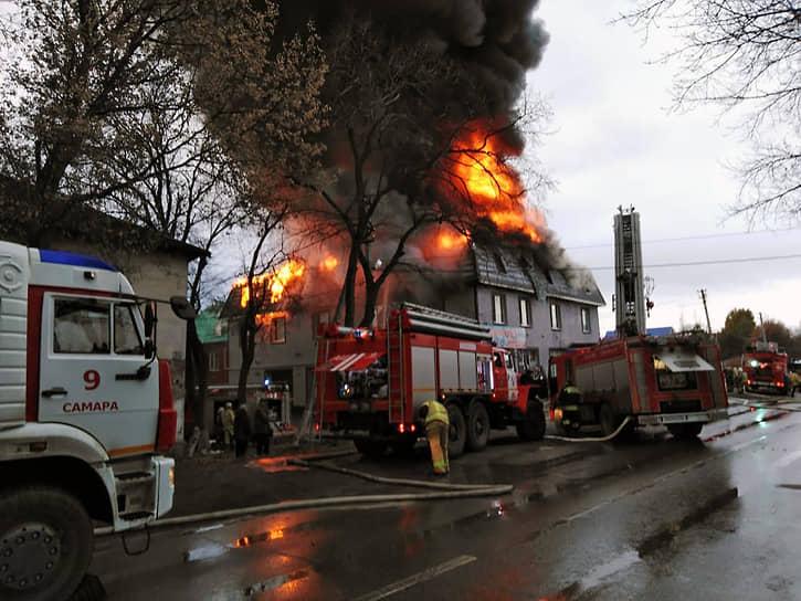 Пожар в нелегальном хостеле в Самаре произошел 7 ноября.