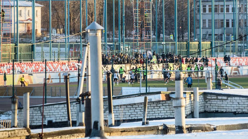 Вид на трибуну стадиона «Кристалл»