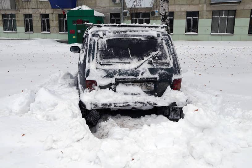 Выбраться из снежного плена не так просто, когда за двое суток выпало более половины месячной нормы осадков.