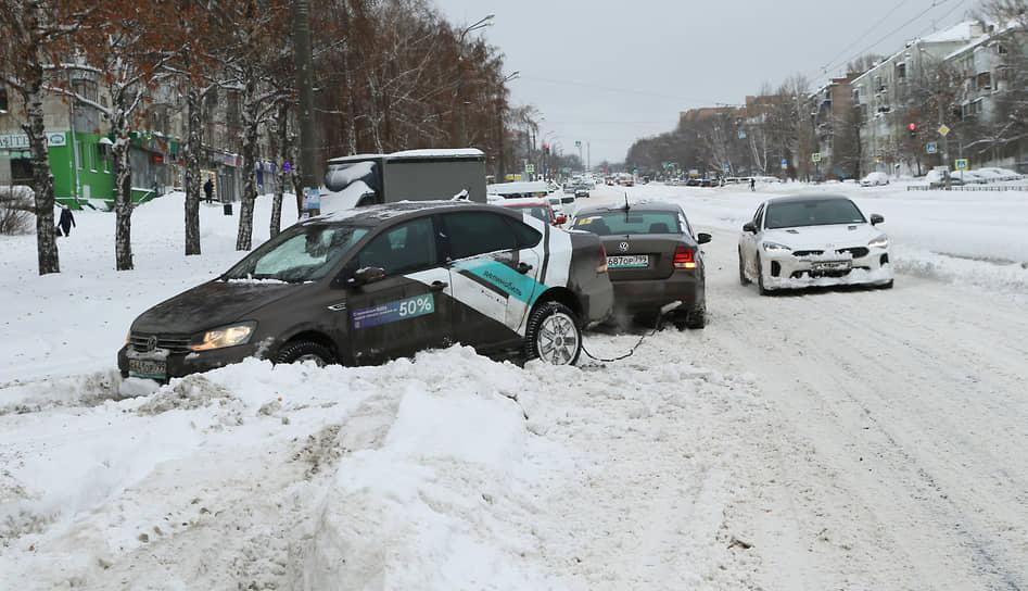 Многим автомобилистам потребовалась помощь.