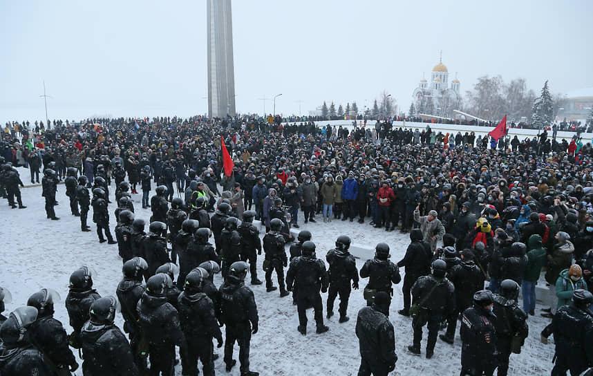 Впрочем, протестующих собралось еще больше