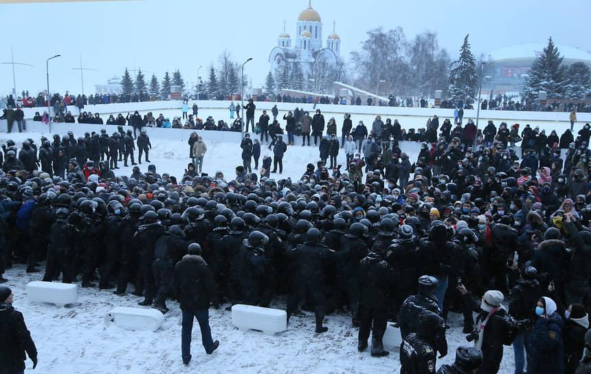 На площади Славы находилось много сотрудников полиции