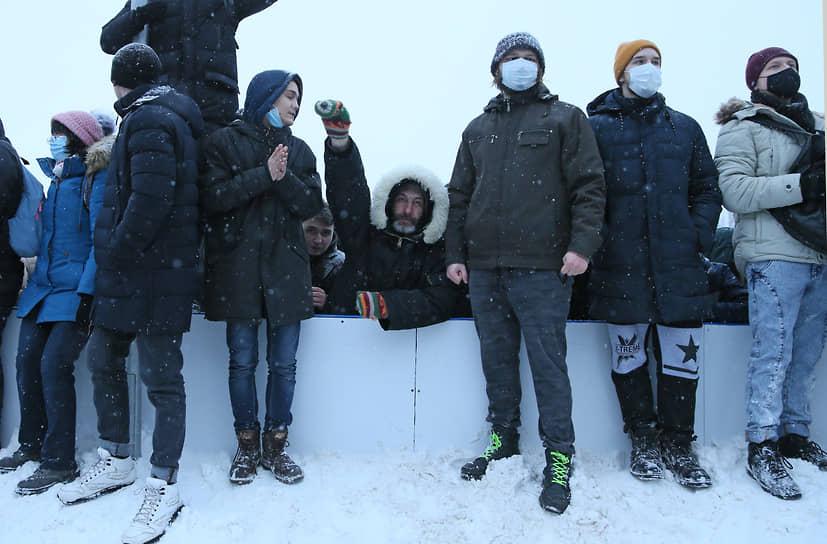 Протестующие не забывали про масочный режим