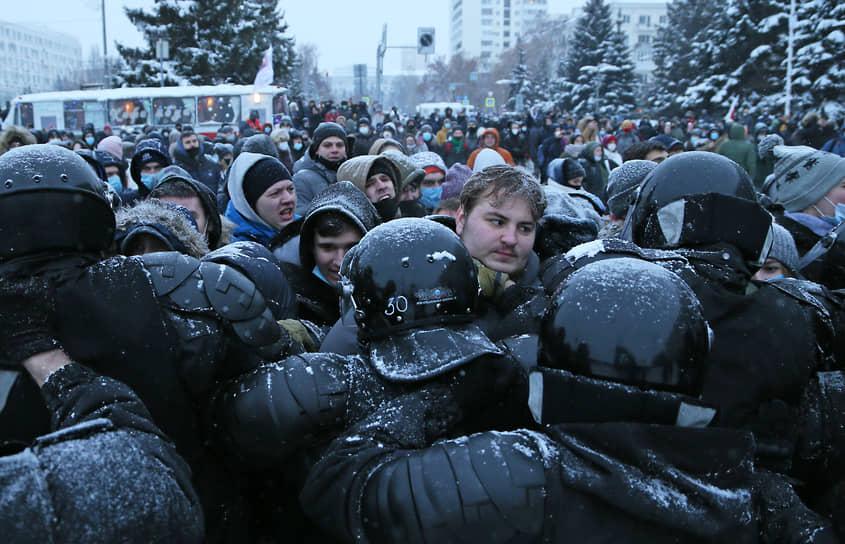 Протестующие у здания правительства Самарской области