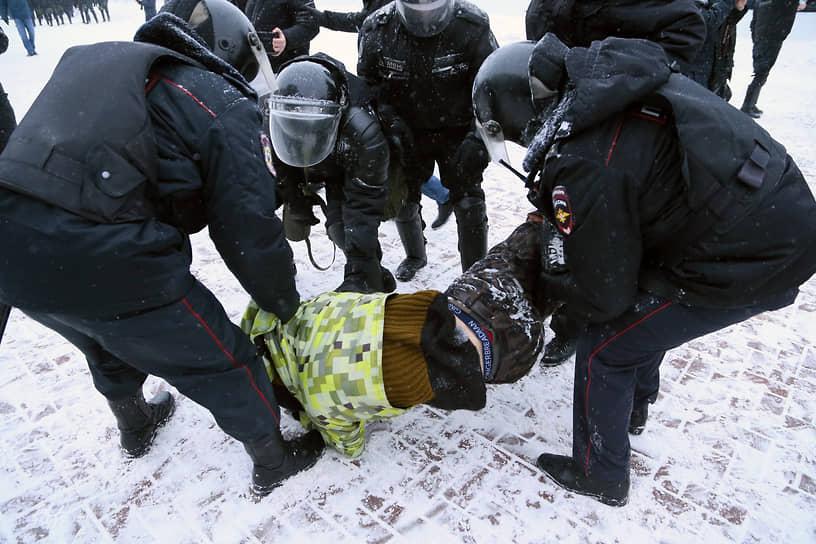 После задержания граждан сажали в автобусы на улице Молодогвардейской