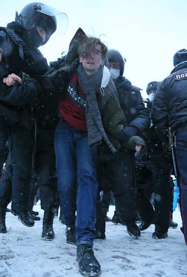 Задержание участника несогласованного мероприятия на площади Славы