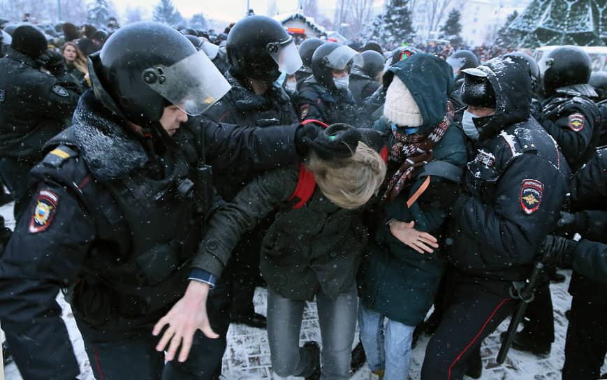 Первые задержания активных протестующих