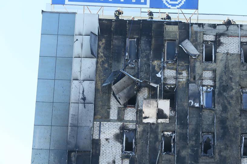 Пламя тушили 132 человека и 47 единиц техники, включая 80 сотрудников и 22 машины МЧС России