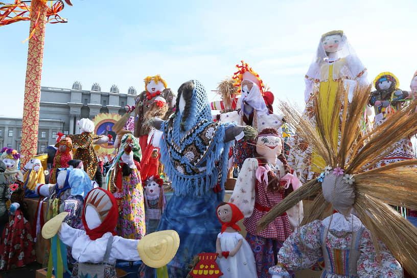 Жители Самары за это время изготовили порядка 450 ростовых кукол.