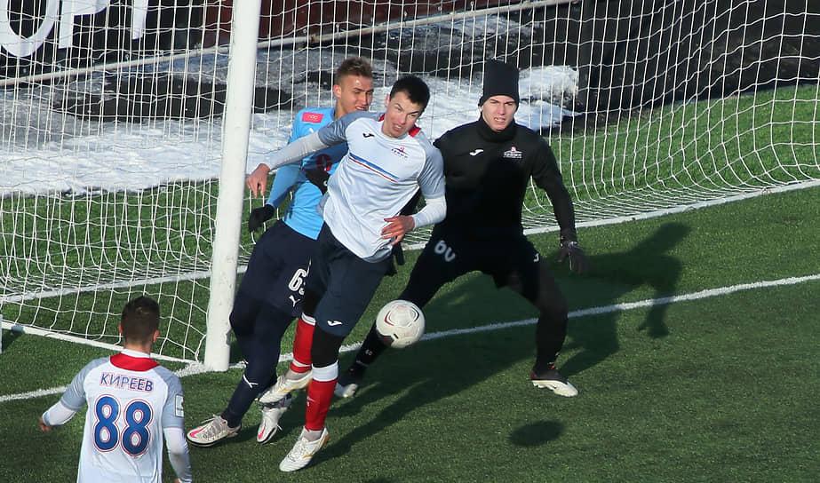 Последний до 2021 года официальный матч на «Металлурге» был сыгран 15 апреля 2018 года, когда в рамках первенства ФНЛ «Крылья Советов» принимали красноярский «Енисей»