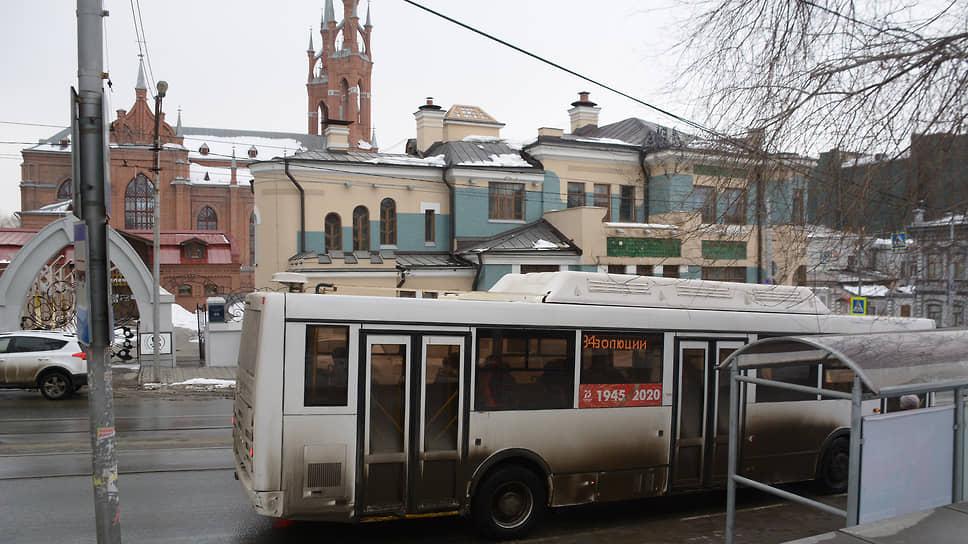 Автобусы большой вместимости выпускают только на некоторые маршруты.