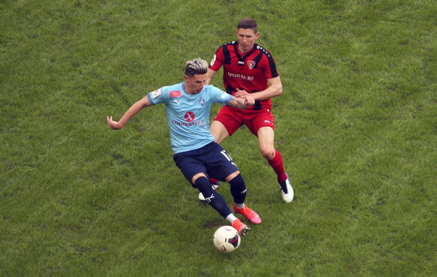 Мяч перехватывает Антон Зиньковский.