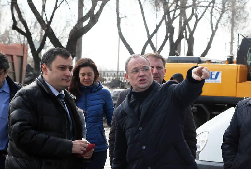 Депутат переговорил с главой города Еленой Лапушкиной и добился решения о демонтаже незаконного строения.