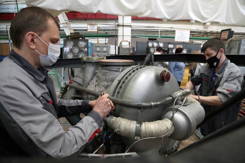 В Самаре с 1950-х годов стали производить жидкостные ракетные двигатели РД-107 и РД-108 и их модификации, разработанные в ОКБ-456 (ныне АО «НПО Энергомаш имени академика В.П. Глушко»). С этого момента куйбышевское предприятие становится монопольным производителем двигателей I и II ступеней для ракет-носителей, созданных на базе Р-7.