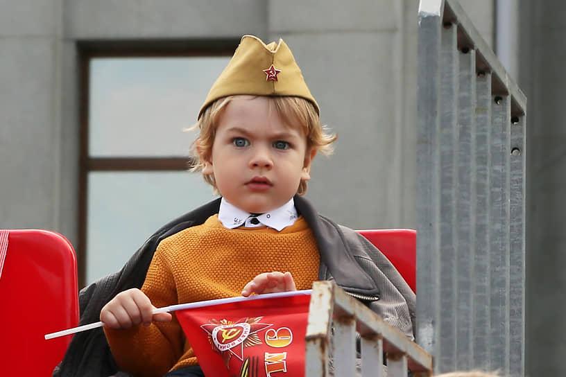 Юный зритель на параде