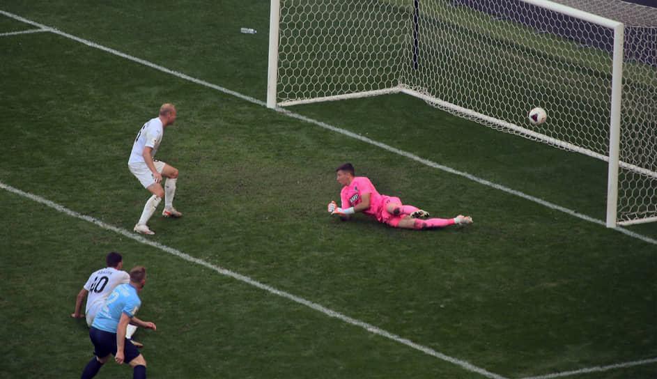 Он же установил окончательный счет в игре, забив шестой мяч в ворота краснодарской команды